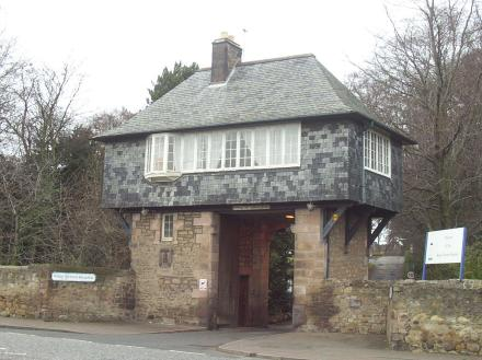 Entrance to the Royal Victoria Hospital has a small house built on top of an archway.