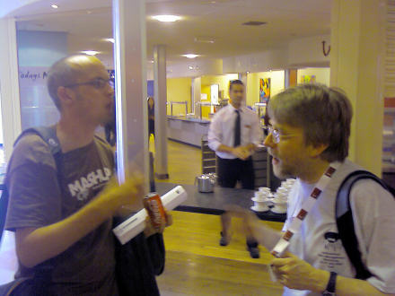 Paul Boag and Brian Kelly chatting at IWMW2007