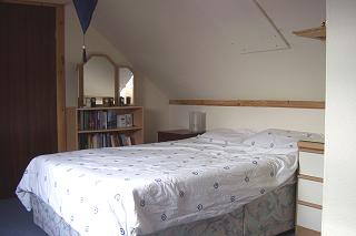 Guest Bedroom - double bed
