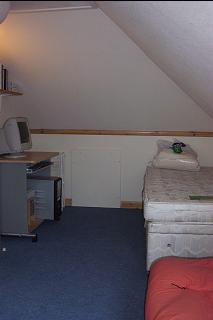 Guest Bedroom - single bed and computer