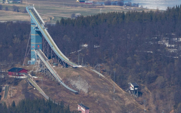 Ski jumps without snow
